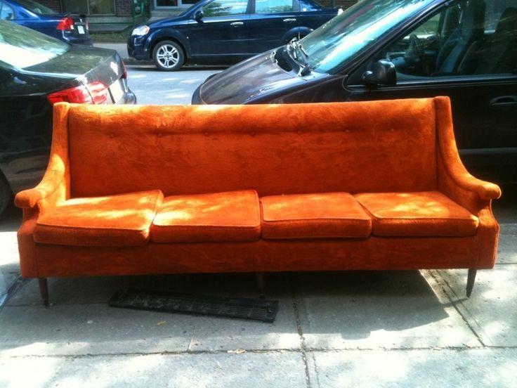 Kijiji sofa retro 4 place fait en peau de youppi for Chaise bercante kijiji