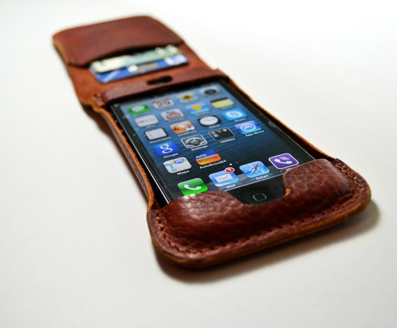 iPhone 5 leather case and card holder. $69,00, via Etsy.