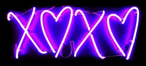 Neon Purple Love Hearts   XOXO Hearts Neon Sign