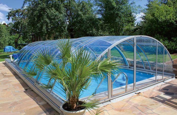 Im Swimming Pool Mit Poolabdeckung Konnen Sie Das Ganze Jahr Uber Im Eigenen Garten Ausspannen Dashaus Swimminigpoolgarten P Swimming Pools Pool Garden Pool