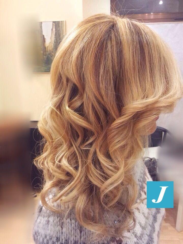 Snapped in salone! Degradé Joelle biondo miele #cdj #degradejoelle #tagliopuntearia #degradé #welovecdj #igers #naturalshades #hair #hairstyle #hairstyles #haircolour #haircut #fashion #longhair #style #hairfashion