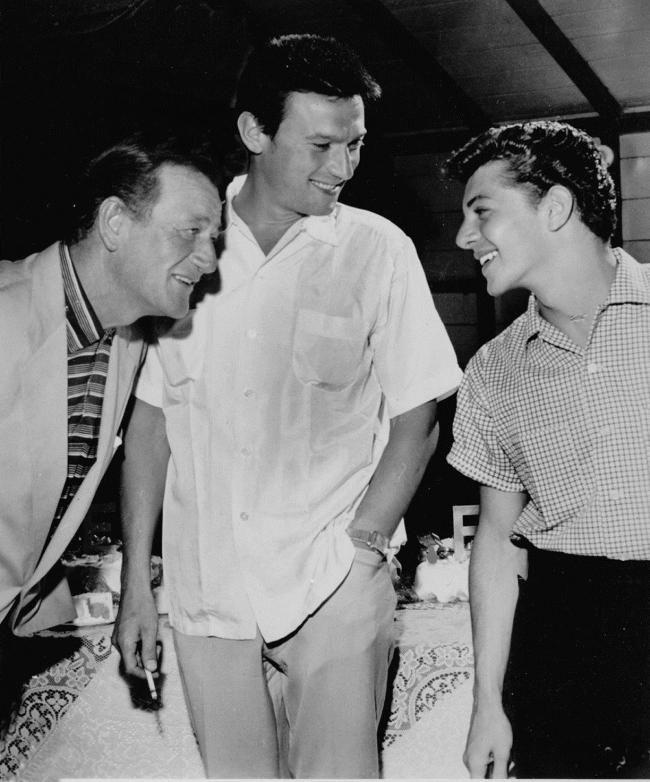 John Wayne, Laurence Harvey and Frankie Avalon (1960)