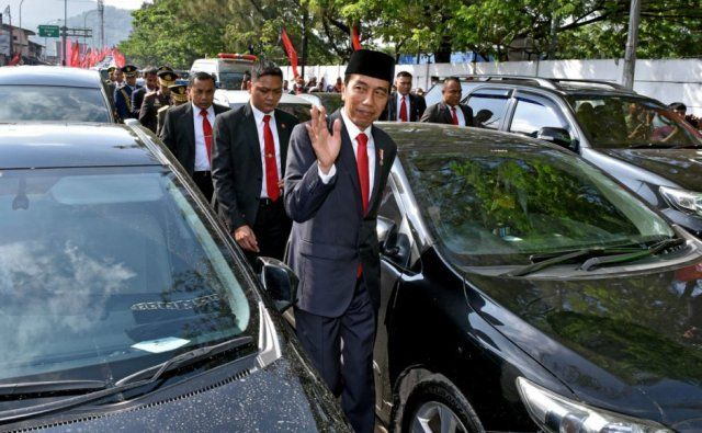 President Forced to Leave His Car and Trek 3Km to Important State Function (Photos)