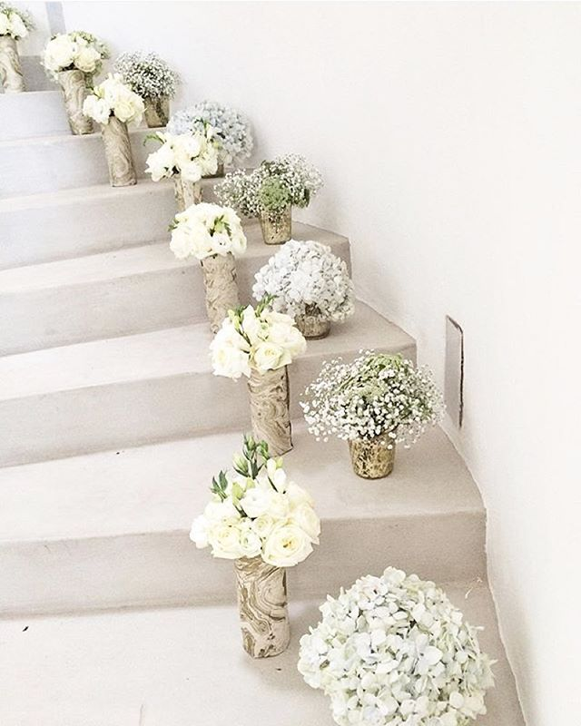 Stairway to heaven #decoration #interior #flowers #home #celebrate #wedding #bride #bridesmaid credit: @khlorisny