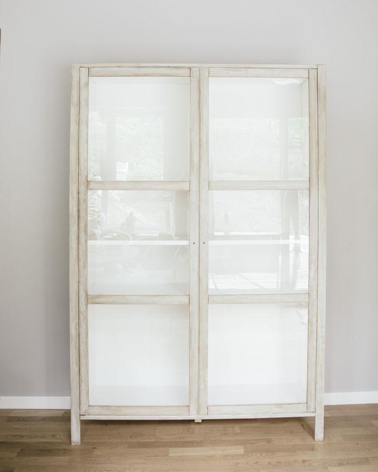 Ikea vitrinas de cristal interesting de las ventanas esta - Mueble vitrina ikea ...