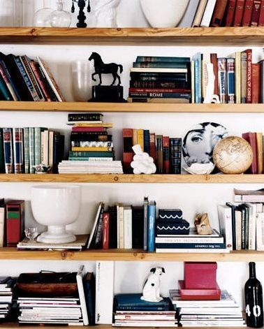 Basic but helpful tips for styling bookshelves