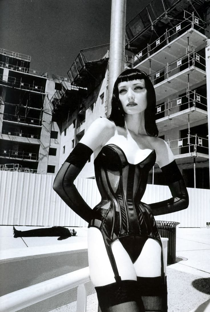 Helmut Newton Photographer. The Legend of glamour photography Agonistica