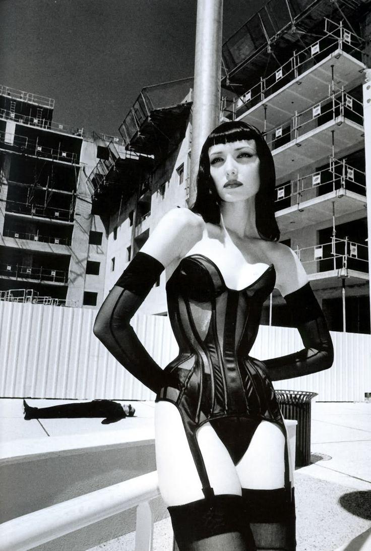 Helmut Newton (Berlim, 1920 — Los Angeles,2004), nascido Helmut Neustädter, foi um fotógrafo de moda alemão, naturalizado australiano, famoso por seus estudos de nus femininos. Fugiu da Alemanha em 1938 para escapar da perseguição nazista aos judeus; trabalhou por algum tempo em Cingapura, como fotógrafo da Straits Times, antes de se estabelecer em Melbourne, Austrália. (...)
