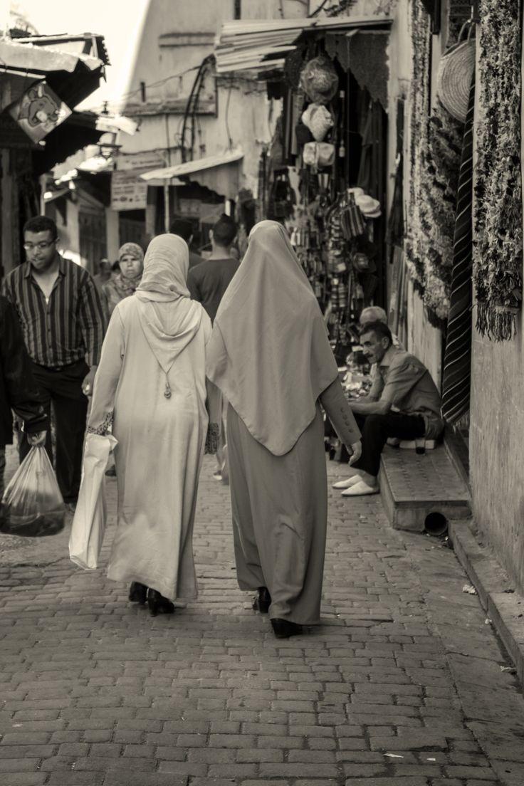 Donne a passeggio per Fes