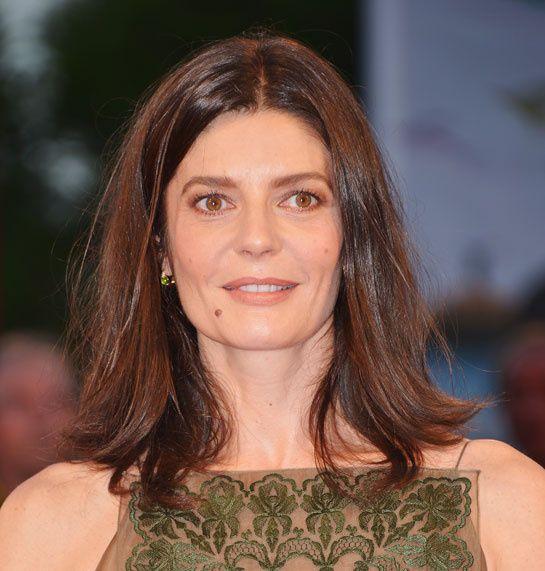Chiara Mastroianni en Pomellato http://www.vogue.fr/joaillerie/red-carpet/diaporama/bijoux-festival-du-film-mostra-de-venise-2014-chopard-pomellato/20124/image/1044932#!chiara-mastroianni-en-pomellato-mostra-de-venise-2014
