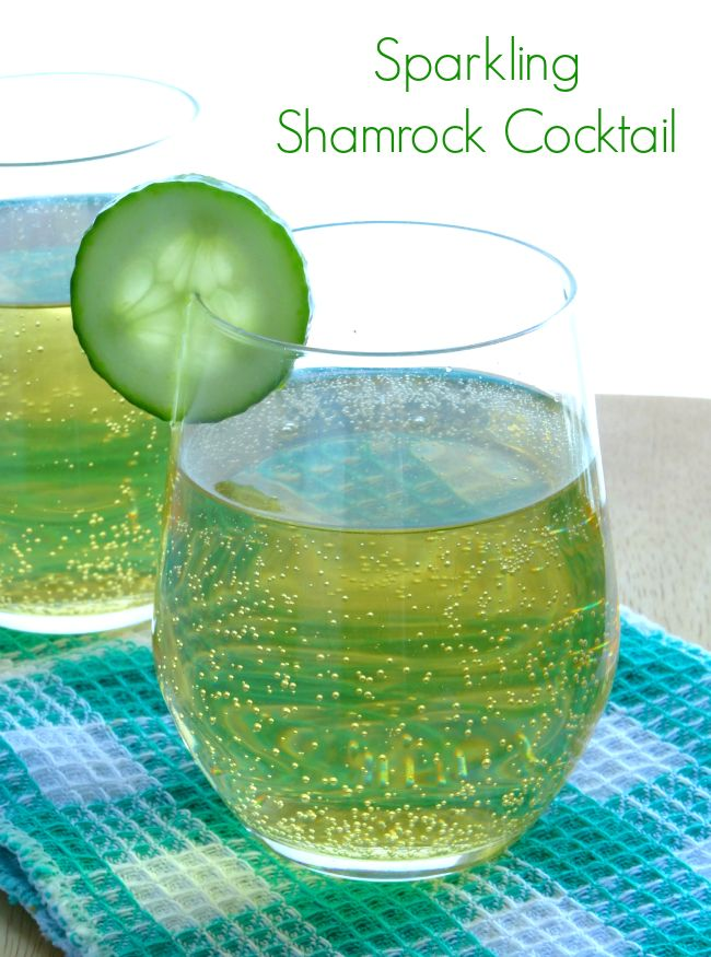 Sparkling Shamrock Cocktail Recipe - the perfect St Patrick's Day drink for those who can't stand green beer!   www.pinkrecipebox.com