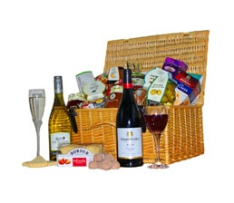 A bunch of delectable treats that the newly weds can enjoy! http://www.allthebesthampers.co.uk/product/134-the-balmoral-hamper/