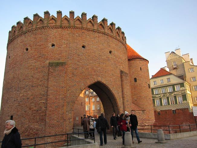 Remparts de Varsovie, Pologne / Warsaw Poland                                                                                                                                                     Plus