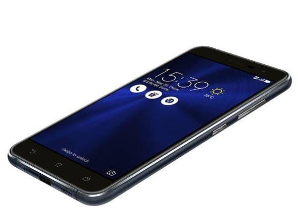 A Asus anunciou anteontem, 25/10/2016, o lançamento no Brasil da sua nova linha de smartphones Zenfone 3. Com preços a partir de 1 mil reais, os sete novos aparelhos chegam para substituir os antecessores Zenfone 2, lançados há cerca de um ano no país. http://www.blogpc.net.br/2016/10/A-Asus-lanca-sua-nova-linha-de-smartphones-Zenfone-3-no-Brasil.html #Zenfone3