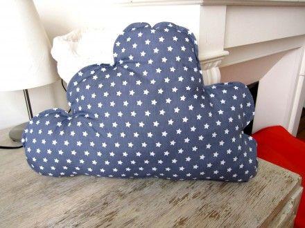 Coussin nuage gris étoiles blanches : Linge de lit enfants par la-mimi-factory