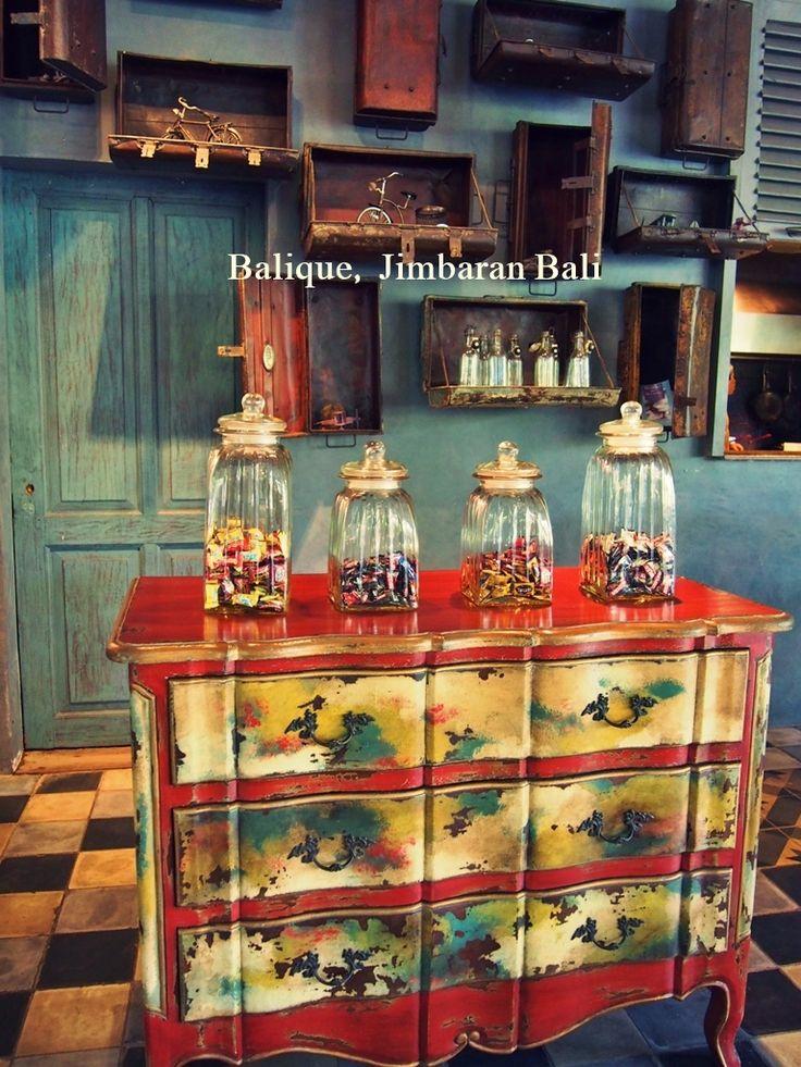バリでぜひ来てみたかったお店のひとつ、 ジンバランにあるインテリアが素敵なレストランBalique(バリーク)…