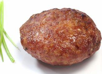 Gode kjøttkaker! (Dropp potetmelet og tilsett heller et ekstra egg om nødvending. Stekes også i meierismør - ikke margarin.)