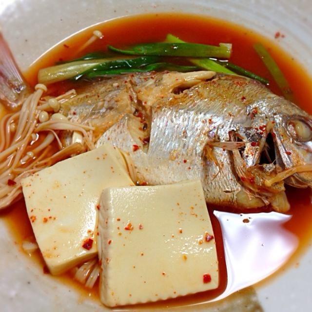 メウンタンとは韓国の辛い魚スープ。あらを煮るんだけど。 - 31件のもぐもぐ - スーパーでちっこい鯛が値切られていたので、買って帰ってメウンタンにしてやりました...매운탕 by tomoteq