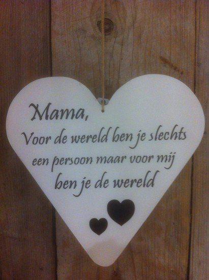een tekst in de vorm van een hart, rechtstreeks uit het hart. Te bestellen via; http://www.mijnwebwinkel.nl/winkel/partydecorations/a-36965902/mama/mama-23x23/