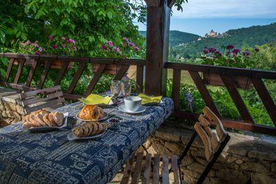Terrasse de la Propriété avec Chambres d'hôtes et gîte à vendre à Vezac près Sarlat en Dordogne