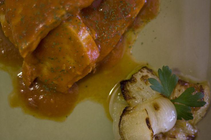 Atún con tomate y cebolla confitada www.restauranteespadana.es