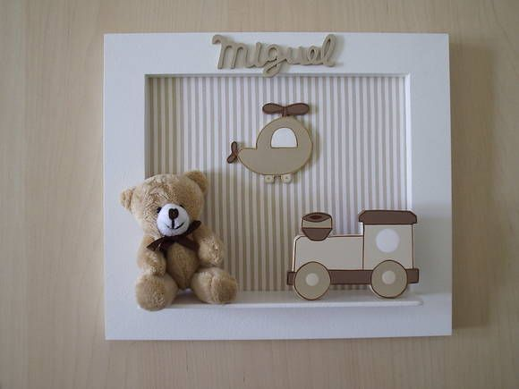 Enfeite de porta aparador em madeira MDF, com fundo em tecido (ver disponibilidade), nome recortado em MDF, aplicações em MDF e urso de pelucia. R$ 55,00