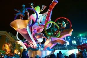 At night, the Carnaval de Nice illuminated Corso gets an unmatched munificence of colors, lights and expressions.