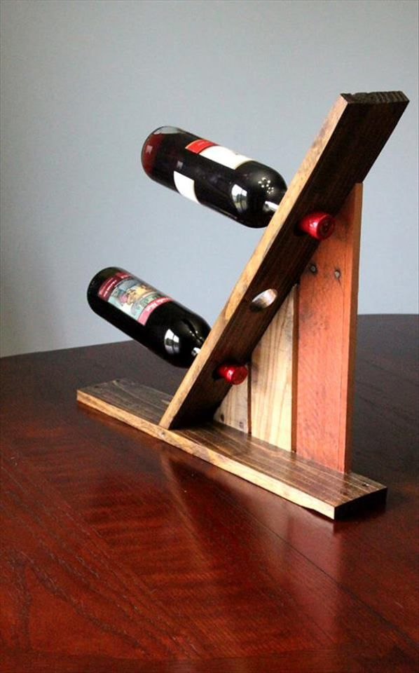 Simple, straightforward, and useful. This would be a great pallet project to take on.