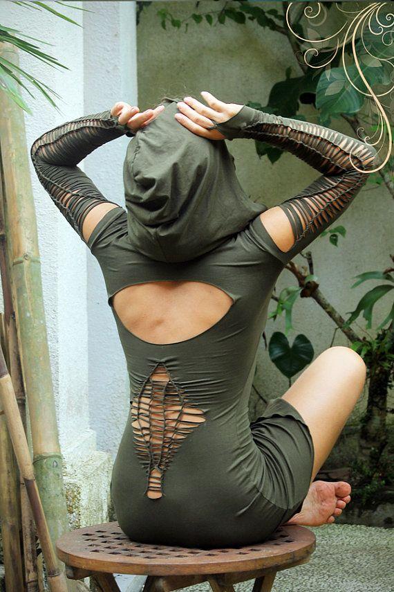 Designer-Festival/Tanz-Outfit in Bali, die Insel der Götter und Göttinnen gemacht. Hergestellt aus höchster Qualität Viskose-Lycra, das fühlt sich an wie eine zweite Haut und umarmt Ihren Körper, Ihre weiblichen Kurven hervorheben und so dass Sie fühlen, magische und sexy. Kann als ein sexy kurzes Kleid in einem warmen Klima oder als Tunika/Layer über einen Rock, Strumpfhosen oder Hosen in einer kälteren Nacht getragen werden. Dehnbar und angenehm zu tragen. Hat Sie eine Schleife au...
