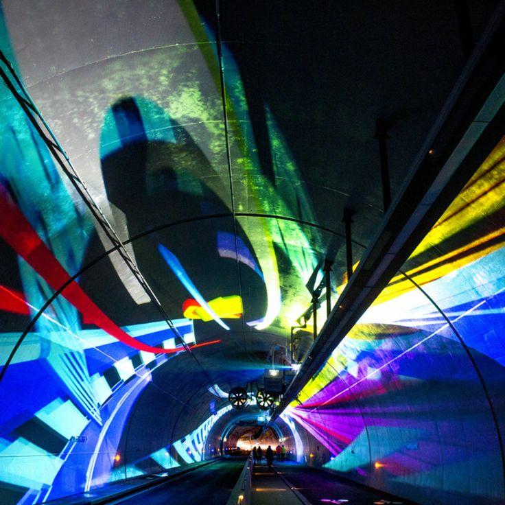 Le tunnel de la Croix-Rousse mis en lumière par les scénographes de l'atelier Skertzo, Hélène Richard et Jean-Michel Quesne.