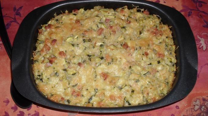 Ma Recette de Gratin Familial pour un Repas Equilibré et Pas Cher. 5 à 6 courgettes - 200g de dés de jambon - 180g de riz - 2 CS de crème épaisse ou semi-épaisse - du gruyère râpé