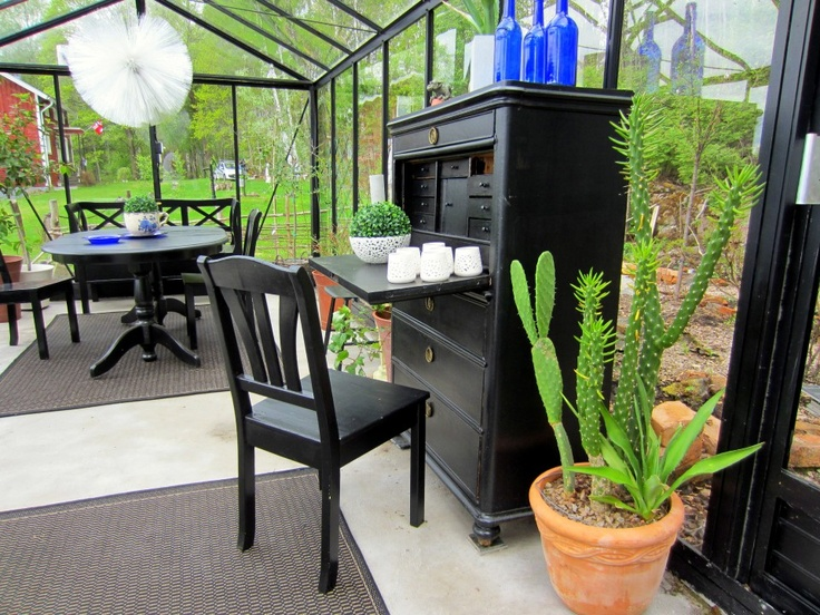 After the spring plants have been removed from my greenhouse, it becomes an outdoors livingroom