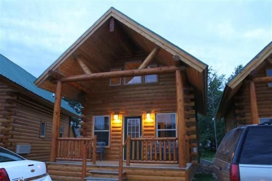 Small 2 story cabins pictures of econo lodge mackinaw for 2 story log cabin