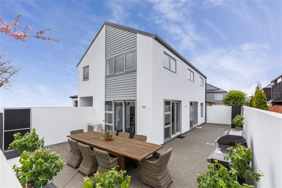 Heart of Merivale Lifestyle! | Harcourts Gold Real Estate