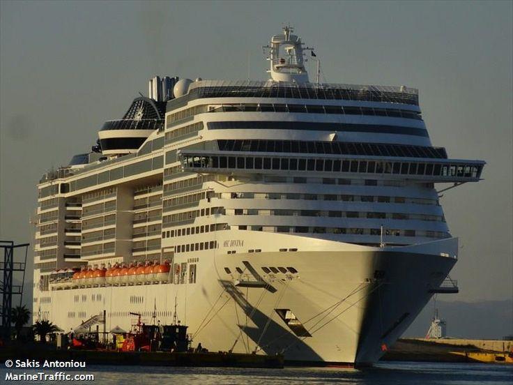 Το MSC Divina πλευρισμένο στον Πειραιά. 11/12/2012.