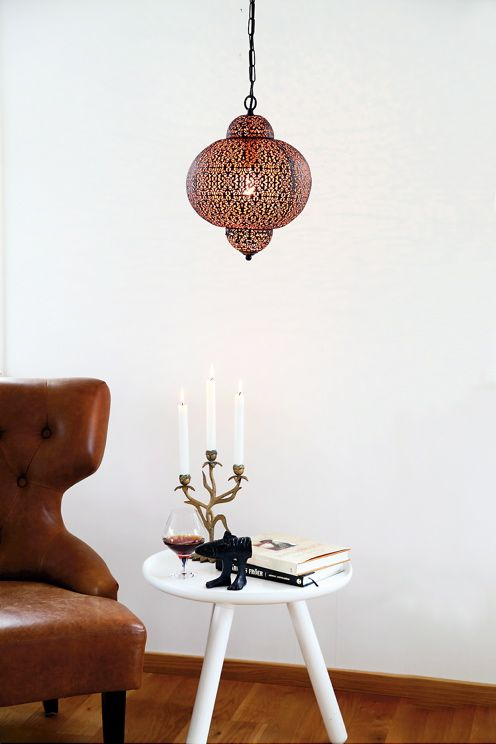 Taklampa Odisha metall svart/koppar insida. Höjd 38 cm, Ø 29 cm. Kedja 120 cm , kedja och takkopp i svart metall, hänger på takkrok. E27 stor lamphållare, max 60W. <br><br>