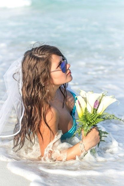 Caribbean wedding in Mexico, bridal bouquet for beach wedding, white calla-lilys bouquet Свадьба в Мексике, церемония на пляже, букет невесты из белых калл, карибская свадьба с букетом из калл