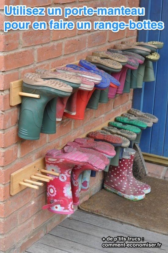 Les bottes de pluie reviennent à la mode ! Si on vient de sortir avec, elles sont trempées, et il vaut mieux ne pas les poser par terre. Et le reste du temps, elles prennent de la place. Voici dont la solution qu'on vous propose :-)  Découvrez l'astuce ici : http://www.comment-economiser.fr/astuce-epatante-ranger-bottes-pluie-garder-sol-propre.html?utm_content=buffer86667&utm_medium=social&utm_source=pinterest.com&utm_campaign=buffer