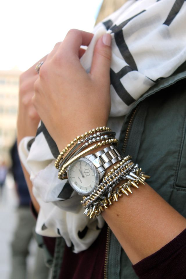 Stacked mixed metals. Stella and Dot love all over this! www.stelladot.com/sites/melissagoldstein