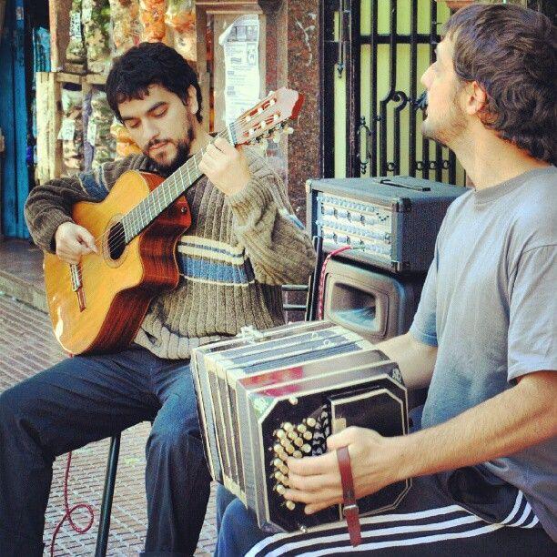 Tango en la calle, Avenida Boedo, Ciudad de Buenos Aires.