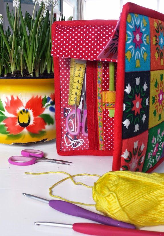 granny square, naaien, sewing, nähen, etui, case, opbergen, opruimen, tas, zelf maken, diy, stof, fabric, stoffen, beschrijving, tutorial, clover, bloemen, blume, flower, haaknaalden, naalden, naaiset, haakset, needle, crochet, haken, hekling, tejido, handwerkjuffie, stephanie haytink, handwerken, babushka, matroesjka, opbergetui, jampot, haken, patroon, potten haken, haakpatroon, jar, crochet, pattern,