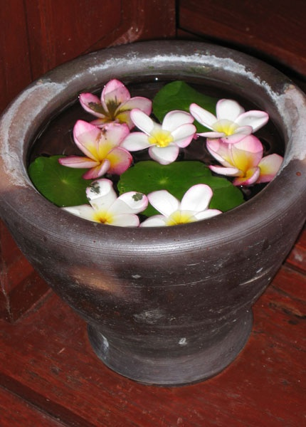 Flowers from Thailand - with love! And a nice idea to make at your own home.