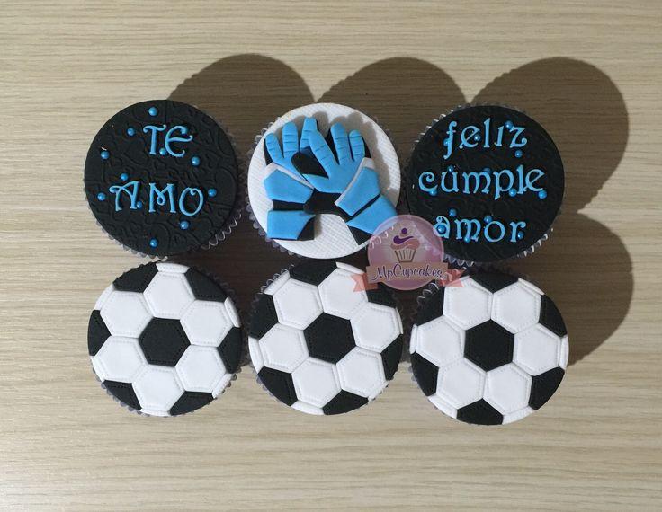 Cupcakes guantes de futbol. Cupcakes balon de futbol