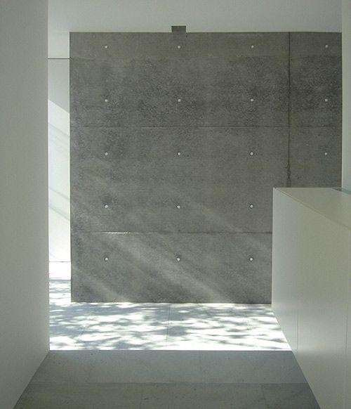 Minimalismo... Texturas naturales y muros blancos bañados de luz.