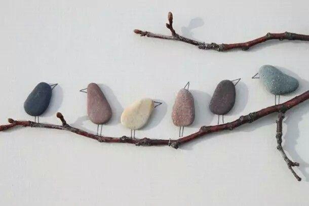 Pajaros con piedra y rama... solo se pegan con silicona en la muralla... muy fácil y lindo para decoración