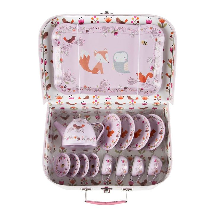 Krásný pastelový kufřík s čajovou soupravou pro děti britské značky Sass & Belle k dostání na e-shopu Bella Rose.
