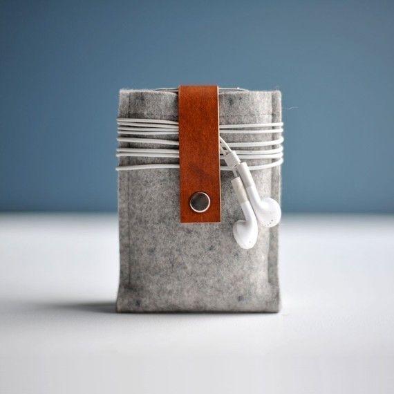 Iphone Case Grey Wool Felt and Brown Leather por byrdandbelle