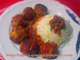 Τα φαγητά της γιαγιάς: Κεφτεδάκια κοτόπουλο με σάλτσα ντομάτας στη γάστρα...