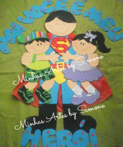 Olha que fofo: Painel Super Pai!  Decorado com logotipo do Super Homem e capa de TNT vermelha,  medindo 01 metro aproximadamente...  Com pai...