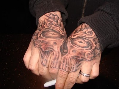 Aaron Lewis' tattooed hands. Holdin' that cig